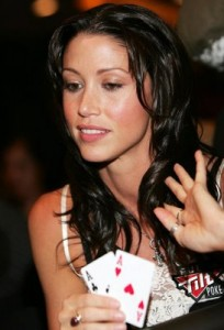 Shannon Elizabeth does play poker well